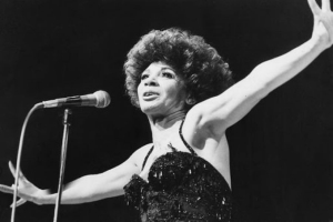 A Short Biog of Shirley Bassey