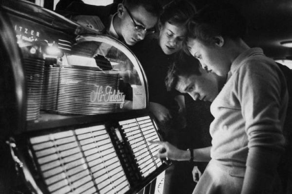 A Brief History of Jukeboxes